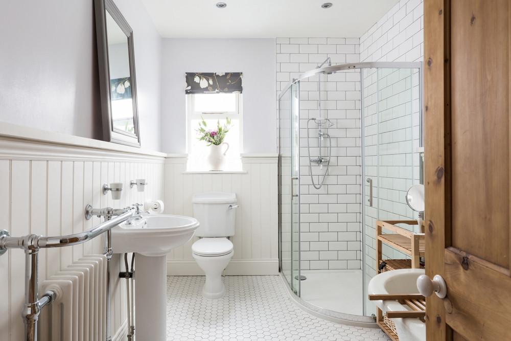 Tidy bathroom for sale photographs