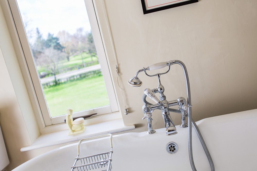 Estate Agent Picture Details & Lifestyle Bath